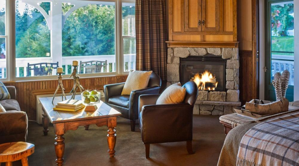 A luxurious suite at the Mirror Lake Inn.