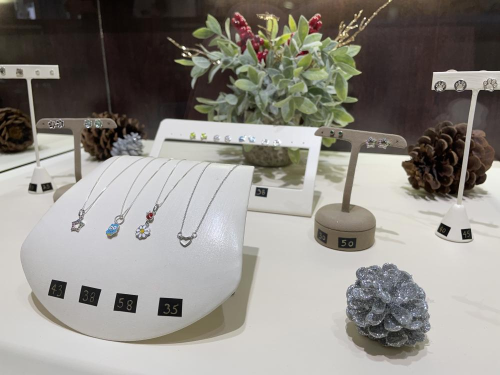 Darrah Cooper offers affordable jewelry for young customers, too!